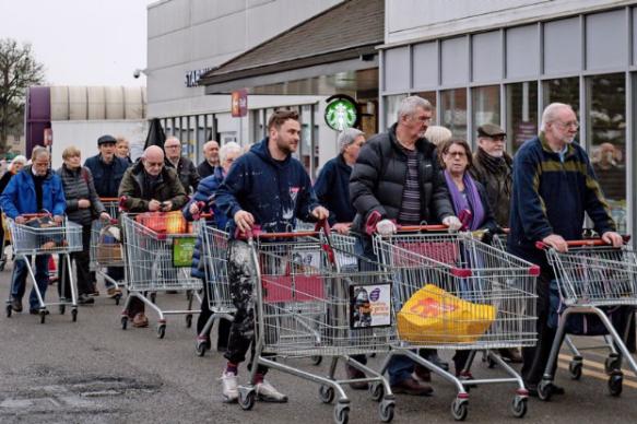 'Elderly & vulnerable' queue Leamington Spa